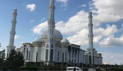 2019年のカザフスタンでのディマシュのソロコンサートARNAUその10 ショッピングモールのハーン・シャティールとハズィレット・スルタン・モスク
