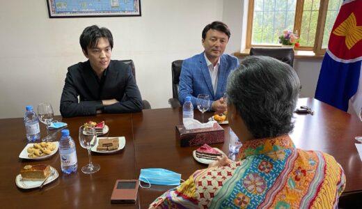 ディマシュはインドネシア大使館を訪問 まるで外交官